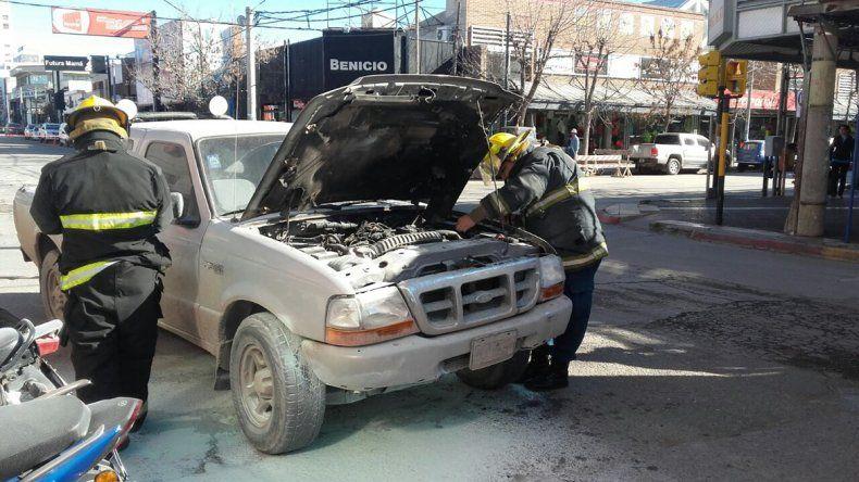 Susto por el incendio de una camioneta en pleno centro