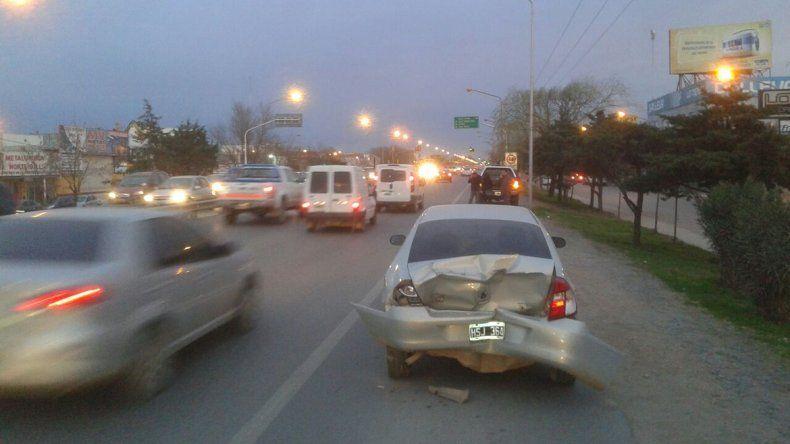 Por los semáforos cortados, tres autos chocaron en cadena en la Ruta 22