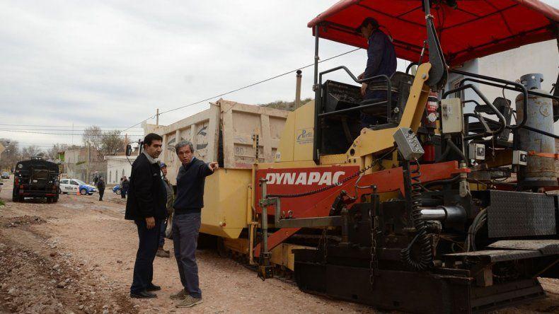 Funcionarios de la comuna recorrieron las obras en el barrio.