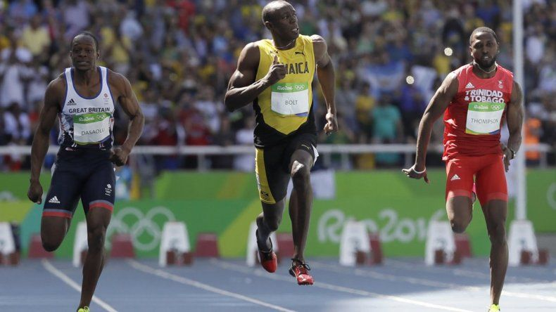 Usain Bolt salió a pista y ganó muy cómodo su serie de los 100 metros