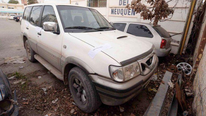 La Nissan blanca fue secuestrada y requisada por la Policía.