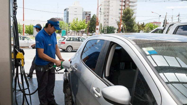 Los empleados tienen paritarias salariales en septiembre y los empresarios del sector esperan vender más nafta para poder cubrir sus costos.