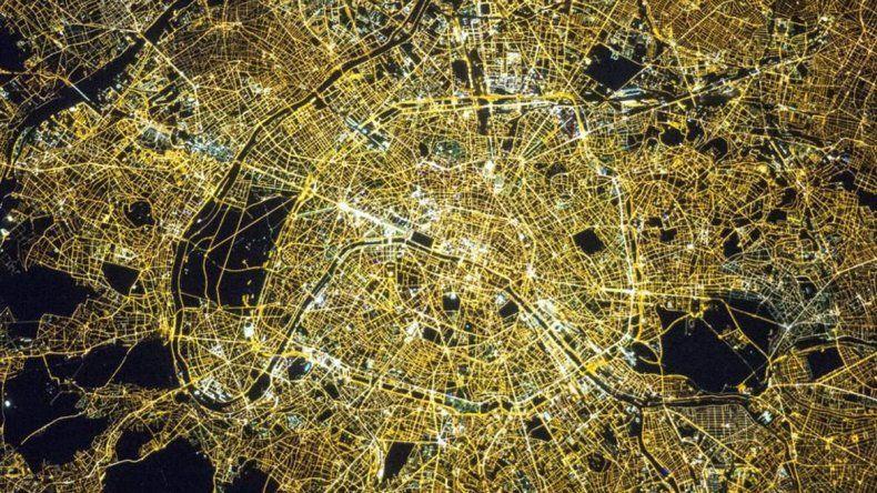 Así se ve París de noche desde el espacio