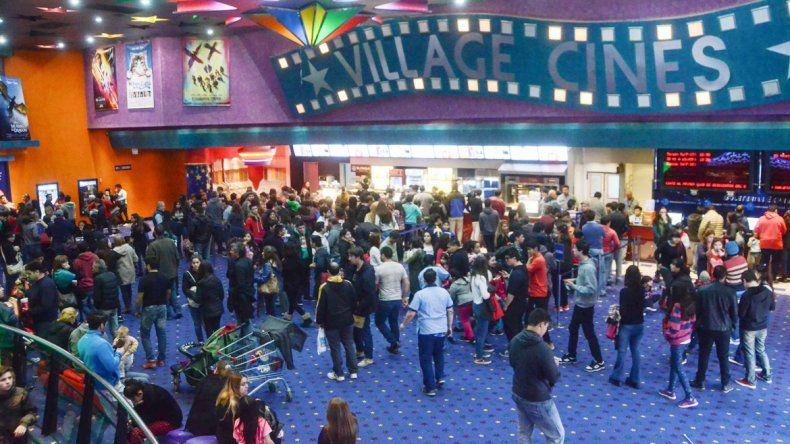 Los cines estuvieron repletos durante el fin de semana largo. Fue una buena opción para divertir a los chicos.