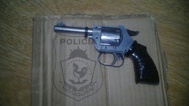 Un joven huyó y tiró un arma pero la Policía logró atraparlo