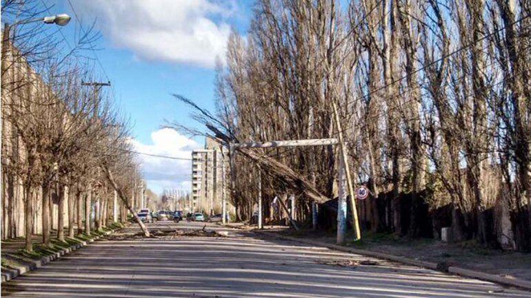 Cuatro barrios están sin luz porque se partió una columna