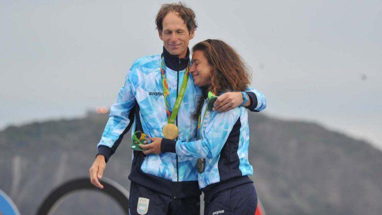 La emoción del triunfo desbordó aSantiago Lange y Cecilia Carranza.