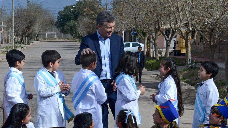 Homenajeó a San Martín en Mendoza y fue a La Rioja e inauguró un jardín.