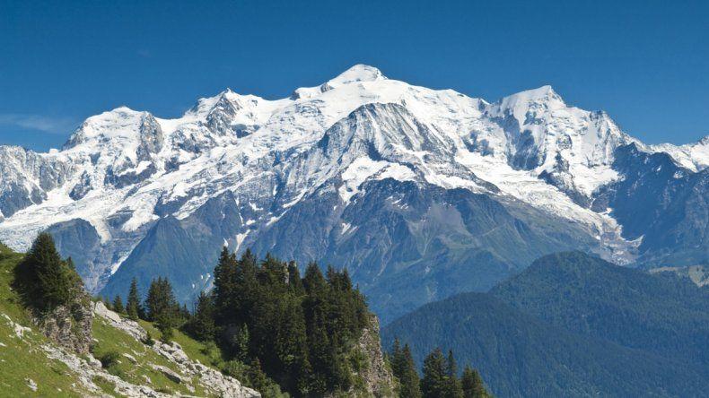 Francia: tres alpinistas murieron escalando el Mont Blanc