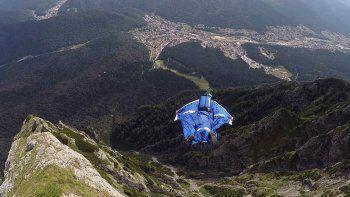 Un deportista extremo murió en un peligroso salto