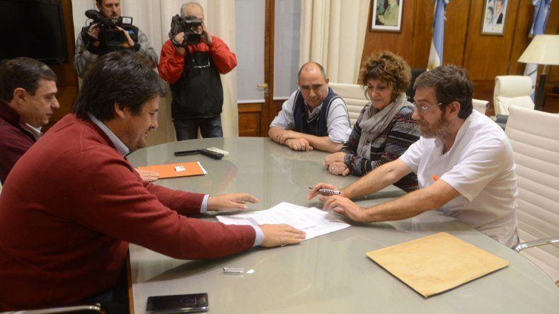La Provincia firmó los acuerdos ayer por la mañana en la Gobernación.
