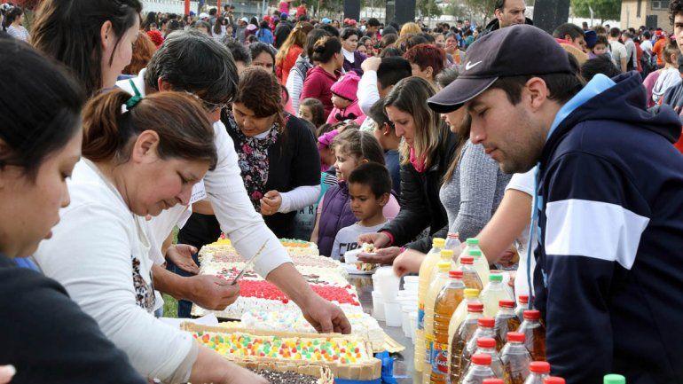 En Centenario hubo baile y juegos en el Día del Niño.