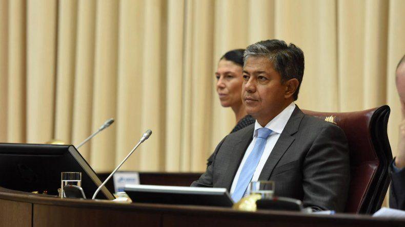 El vicegobernador Rolando Figueroa puso fin al debate de la ley.