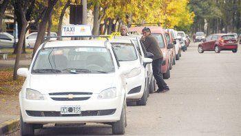 Los taxistas de Plottier están en estado de alerta ante nuevas chapas.
