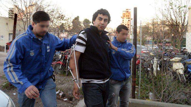 Los agentes de Seguridad Personal detuvieron y trasladaron a Lira.