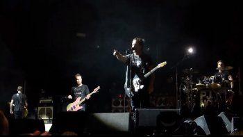 Pearl Jam paró un concierto porque un hombre le pegaba a una mujer