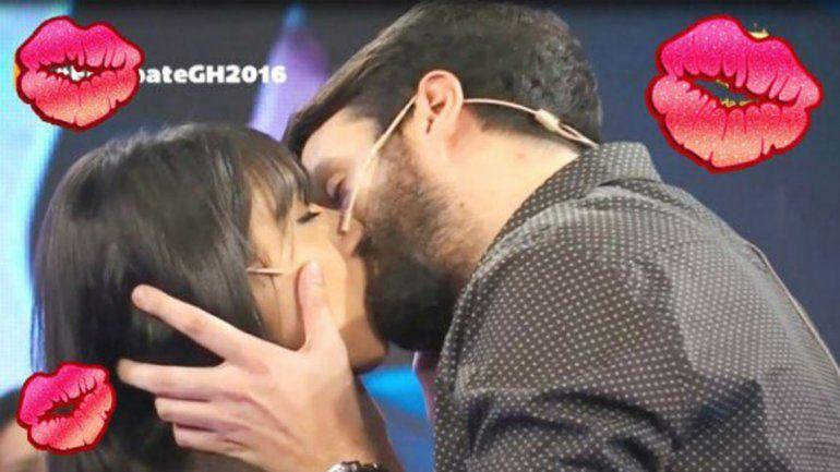 Ainelén y Azzaro se besaron en cámara