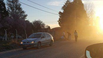 tragedia en fernandez oro: cruzo la ruta para salvar a su pequeno hijo y murio atropellada