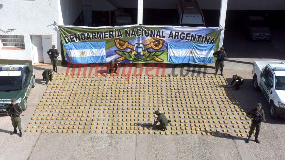 Gendarmería encontró 500 kilogramos de marihuana escondidos en un tanque cisterna