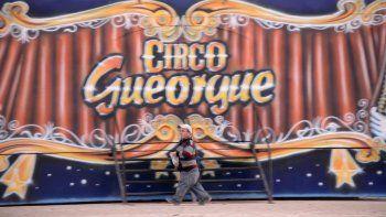 El circo llegó la semana pasada a la ciudad y aún no estrenó, pero ya le dieron la bienvenida.