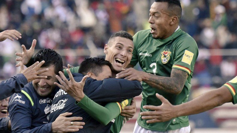 Bolivia, con el debut de Hoyos como DT, le ganó 2 a 0 Perú