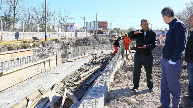 El intendente Horacio Quiroga recorrió ayer los avances de la obra.