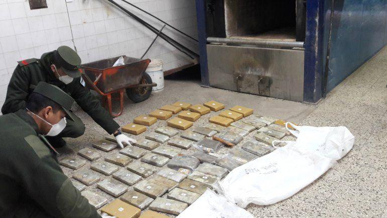 Quemaron 50 kilos de marihuana en el cementerio central