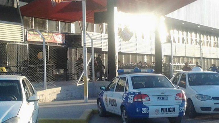 Atraparon a dos mamás que quisieron robar vodka de La Anónima