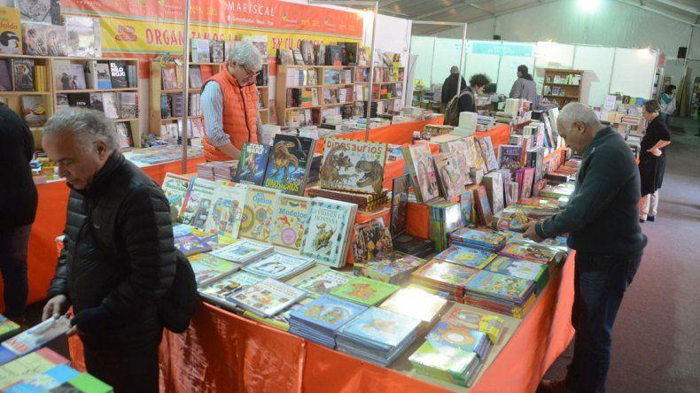 La Feria del Libro ya recibió a más de 40 mil personas y los libreros están muy conformes con las ventas