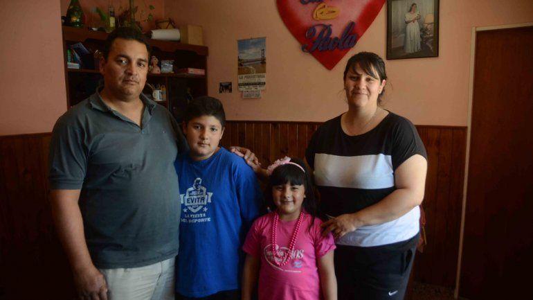 Carlos y Paola Urbina les dedican tiempo y recursos propios a los pibes.