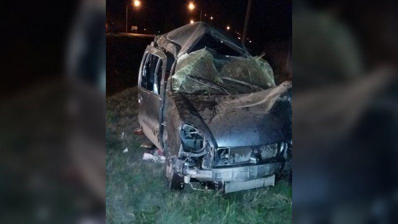 Un herido al volcar su camioneta en la Ruta 22