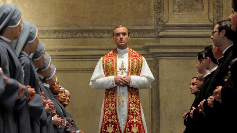 Law se pondrá la sotana de Pío XIII y dará una extravagante versión de la máxima autoridad eclesiástica.