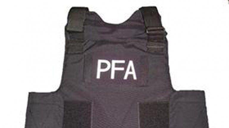 El policía había terminado de cumplir con un servicio adicional y llevaba dentro de un bolso casi todo su uniforme