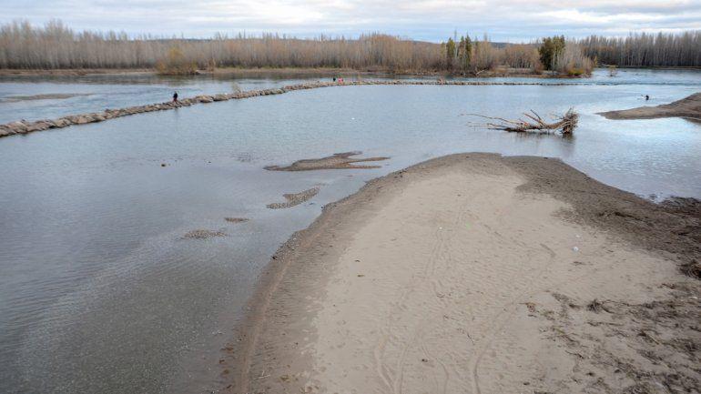 Desde la AIC dijeron que no habrá agua este verano. Ya hay una baja importante en los ríos Limay y Neuquén.