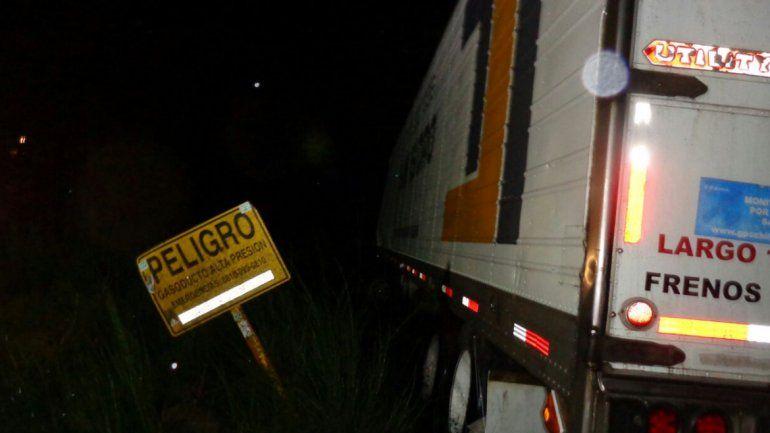 Ruta 40: un camión que venía de Chile se despistó y terminó en el Nahuel Huapi