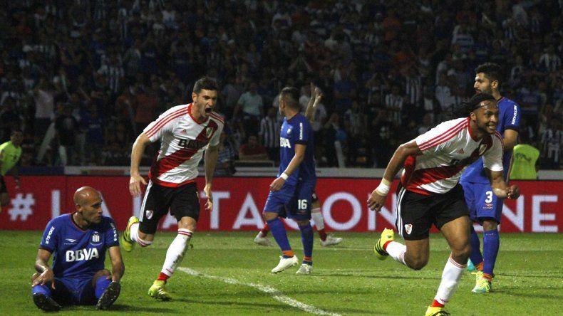 El ecuatoriano celebra el gol que le dio la victoria a River. Los de Gallardo consiguieron su segundo triunfo y quedaron en la punta.