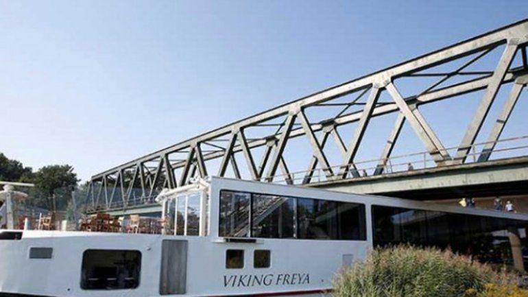 El barco estaba por entrar al río Danubio cuando ocurrió el siniestro.