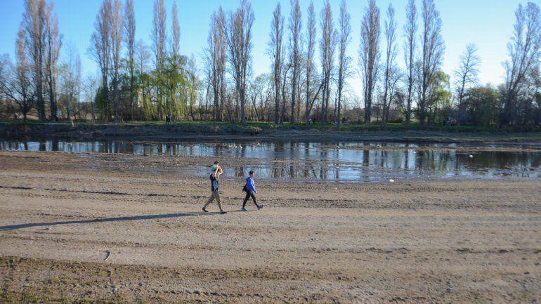 Algunos balnearios capitalinos se ven demasiado bajos por la falta de agua.