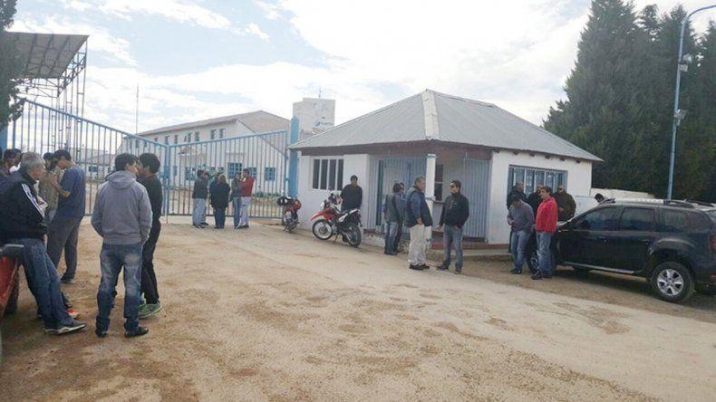 Trabajadores tomaron una refinería para reclamar el pago de sueldos