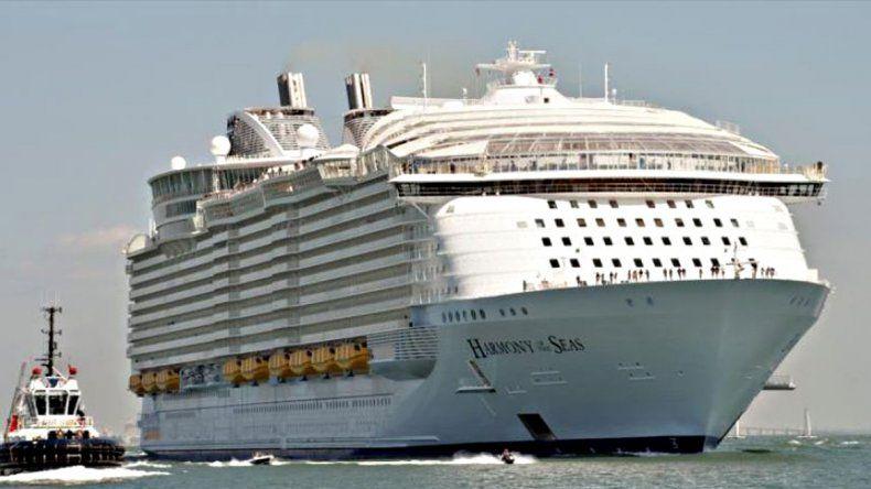 Tragedia: un bote salvavidas se soltó con cinco tripulantes en su interior.