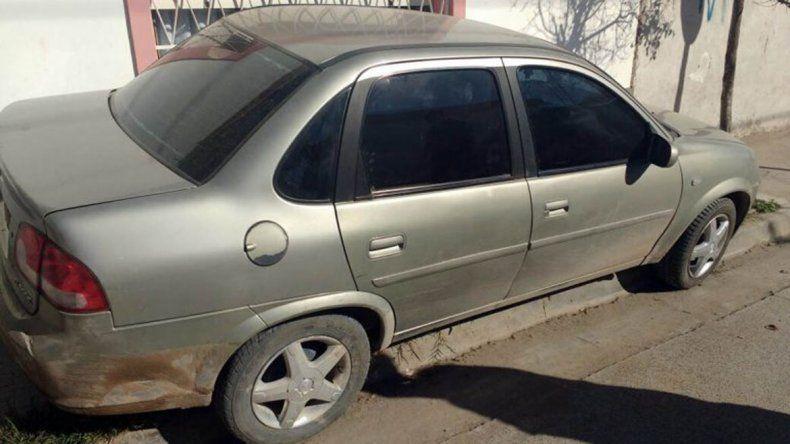 El Chevrolet Corsa secuestrado está vinculado a los dos robos.
