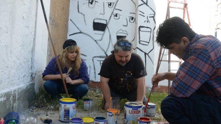 Ya se realizó el boceto y comenzaron a pintar el mural.