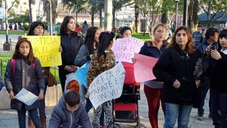 Familiares y amigos del carnicero Daniel Oyarzún pidieron su libertad. Macri también dijo que debería estar libre.