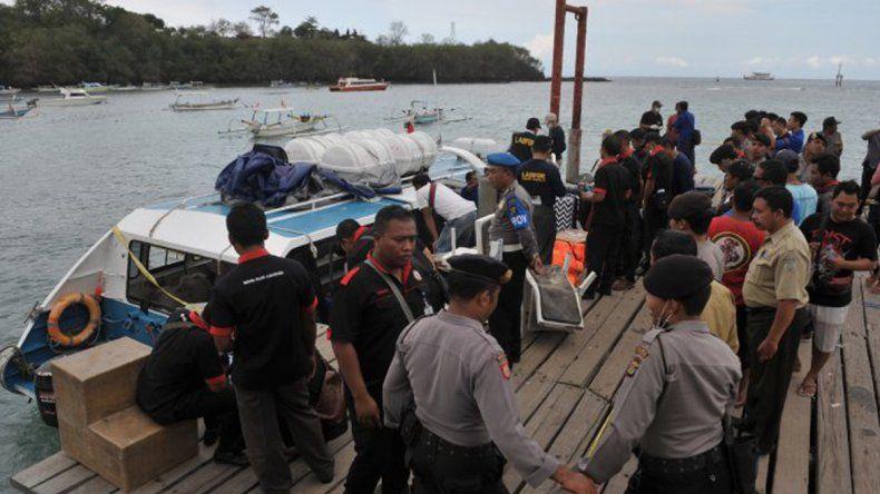 Una española murió y su esposo está grave al explotar un barco.