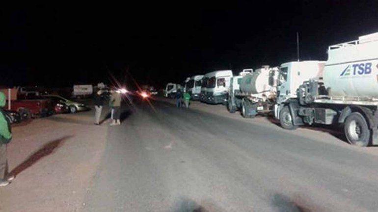 Un grupo de camioneros mantiene bloqueos en Rincón