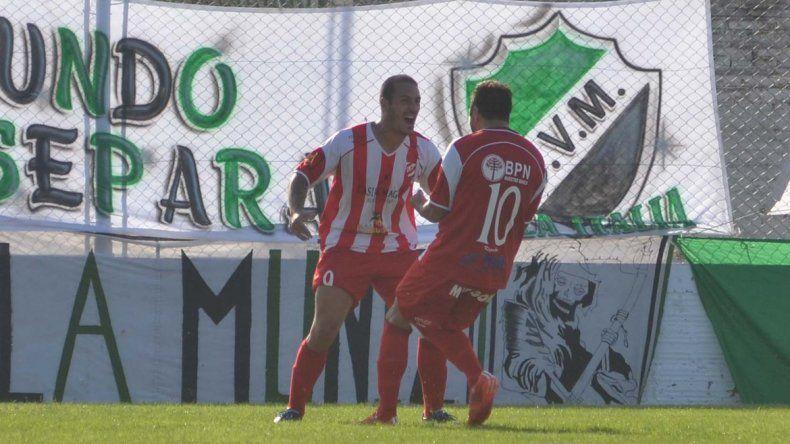 El último antecedente en cancha de Villa Mitre fue festejo para el Rojo.