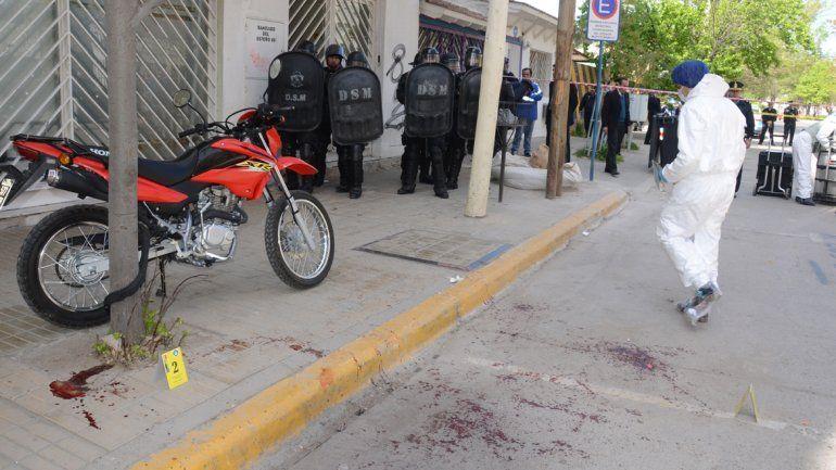 El delegado y el policía heridos permanecen estables