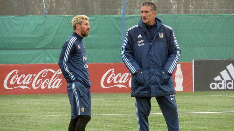 Bauza se mostró molesto por la ausencia de Messi tras una nueva lesión y criticó al Barcelona.