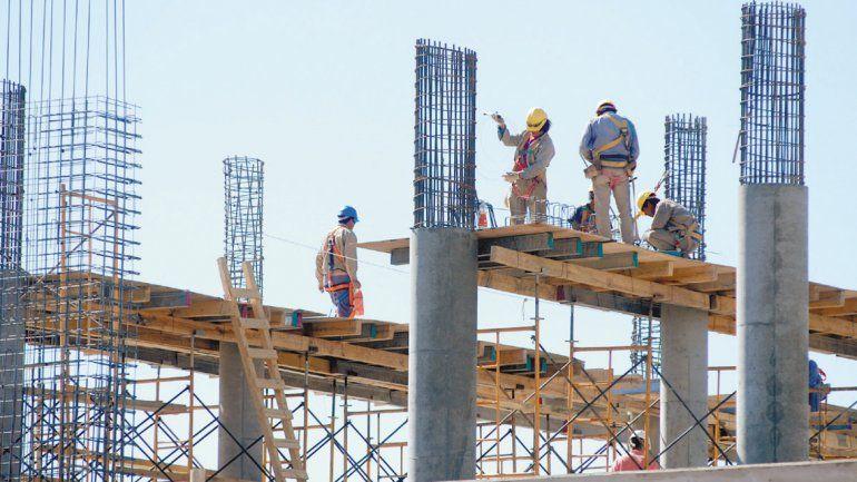 Preocupa la cantidad de mano de obra desocupada cuando finalicen muchos de los edificios que están construyendo.