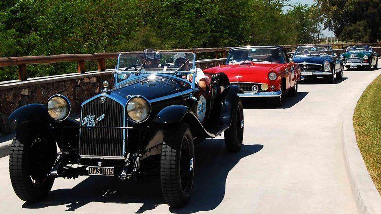 Los autos antiguos despiertan la pasión de muchos seguidores en la región.